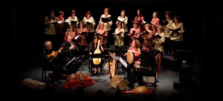 El Coro Nuba canta contra la violencia de género en el Corral de Alcalá